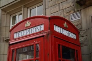 公衆電話や固定電話からかけると無料?